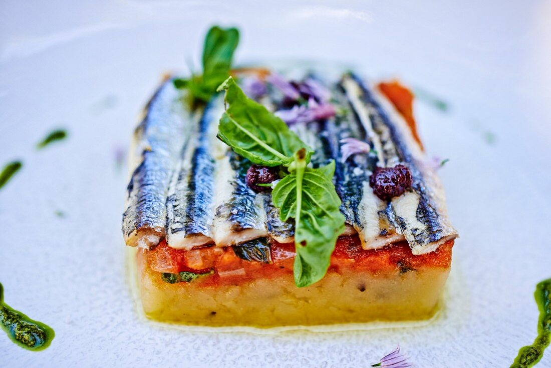 Terrine with potatoes, tomatoes and sardines