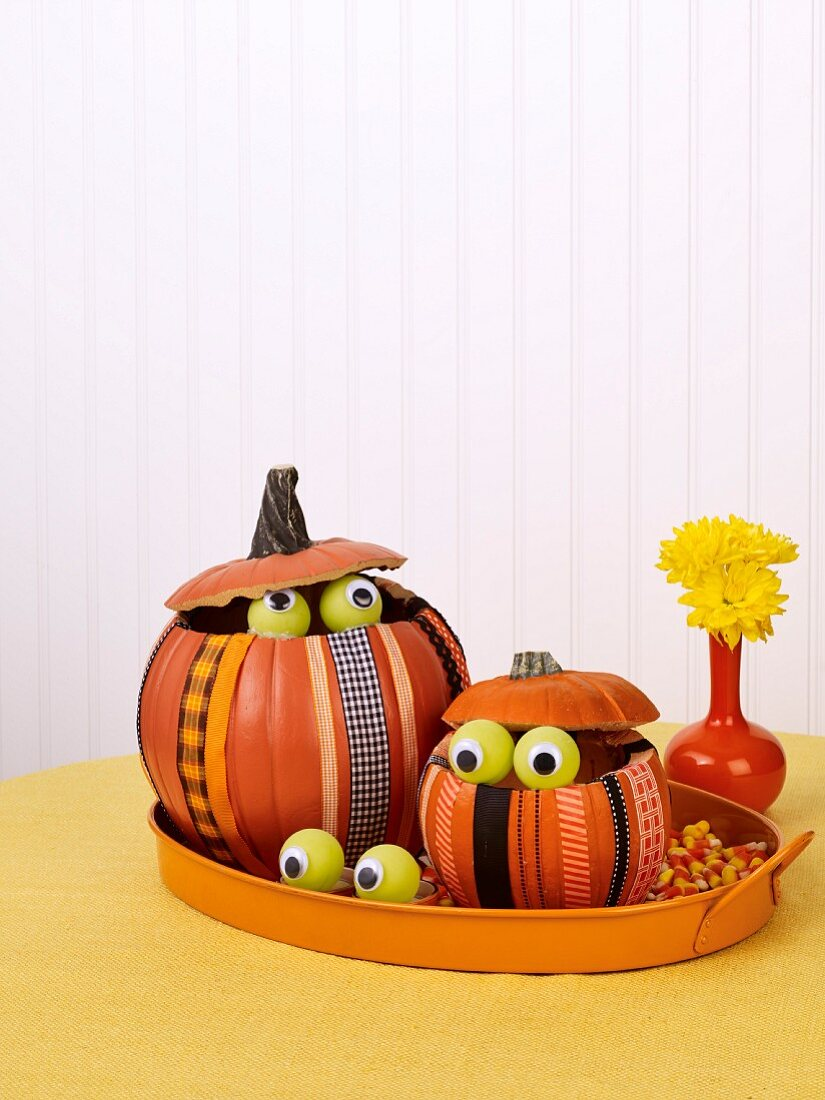 Halloween pumpkin arrangement