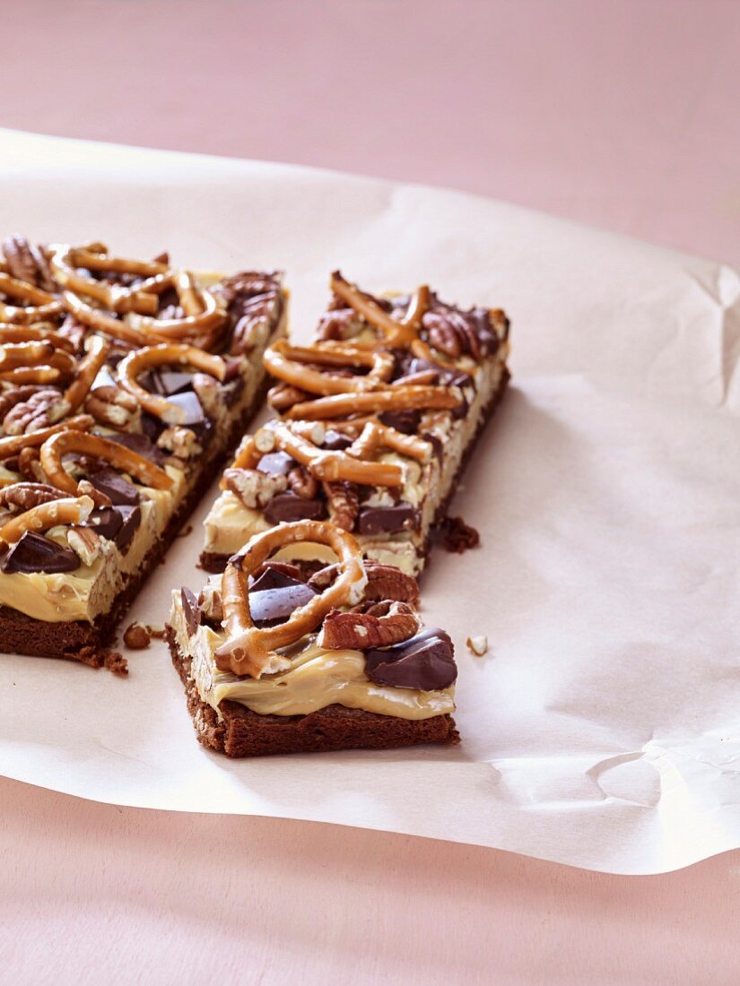 Oatmeal bars with pretzels
