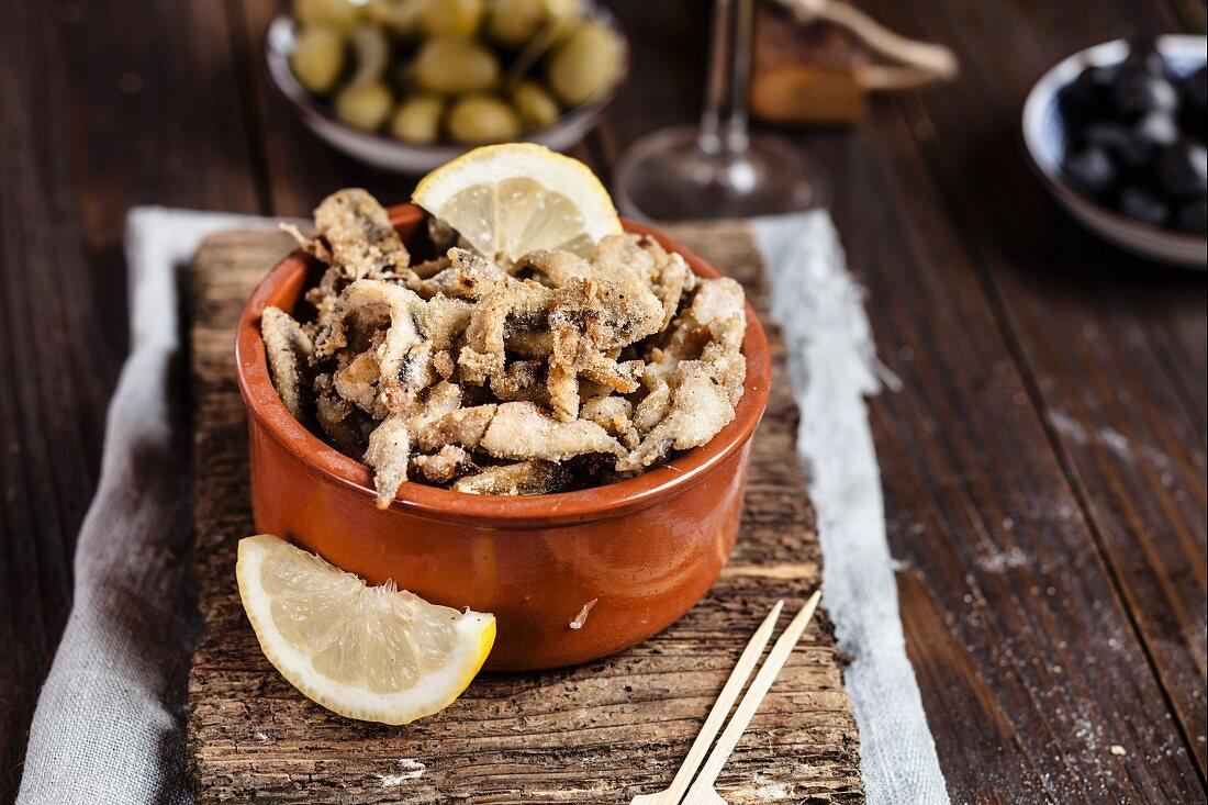 Tapas: Boquerones fritos (fried anchovies with lemon, Spain)