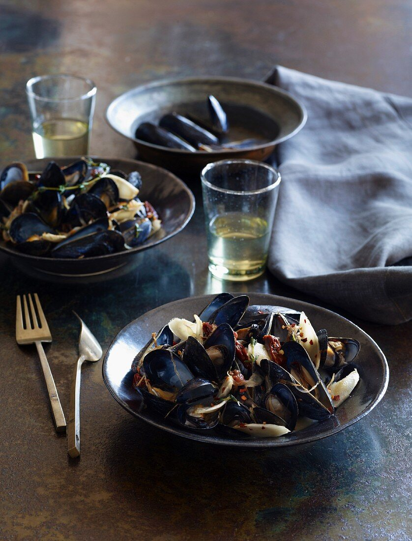 Steamed mussels with burdock root