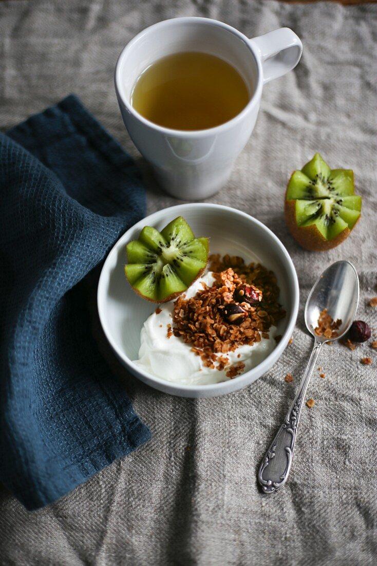 Breakfast tea, yoghurt muesli and kiwi