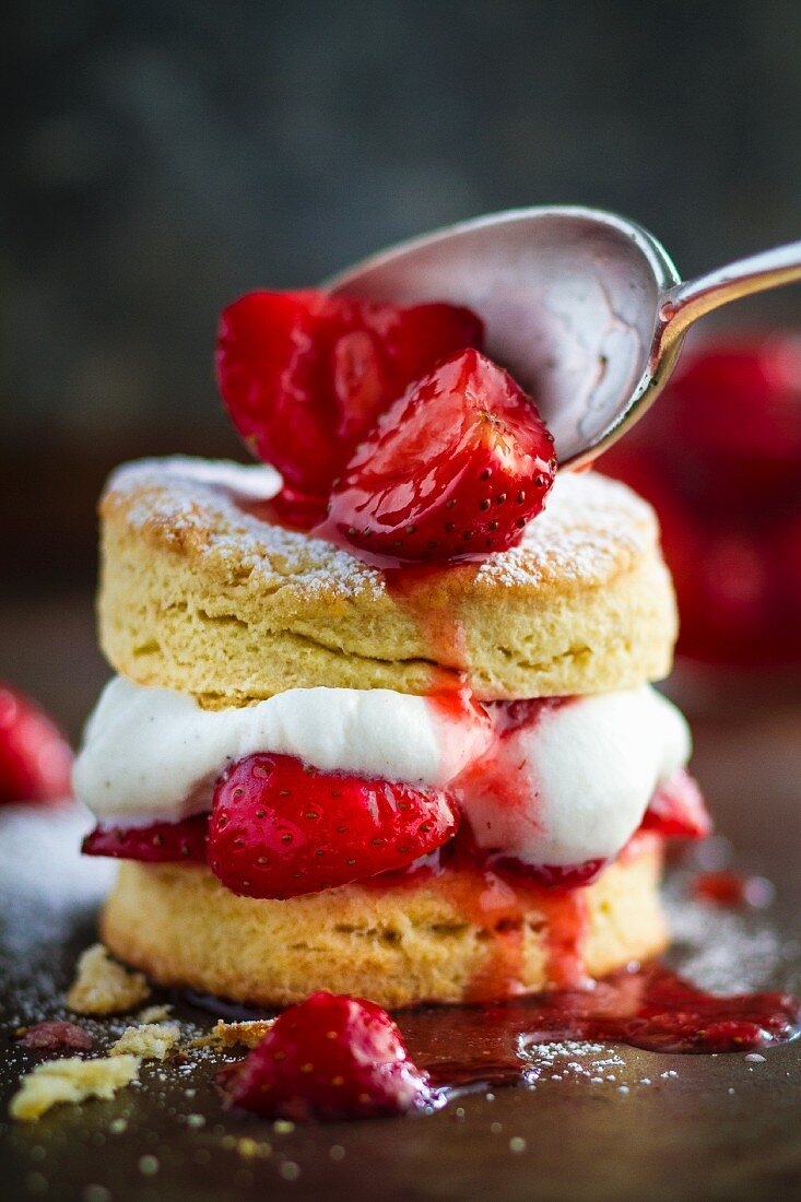 A shortbread cake with strawberries and cream