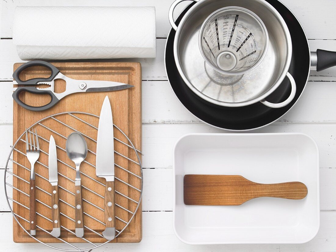 Kitchen utensils for preparing marinated fried herrings with onion rings