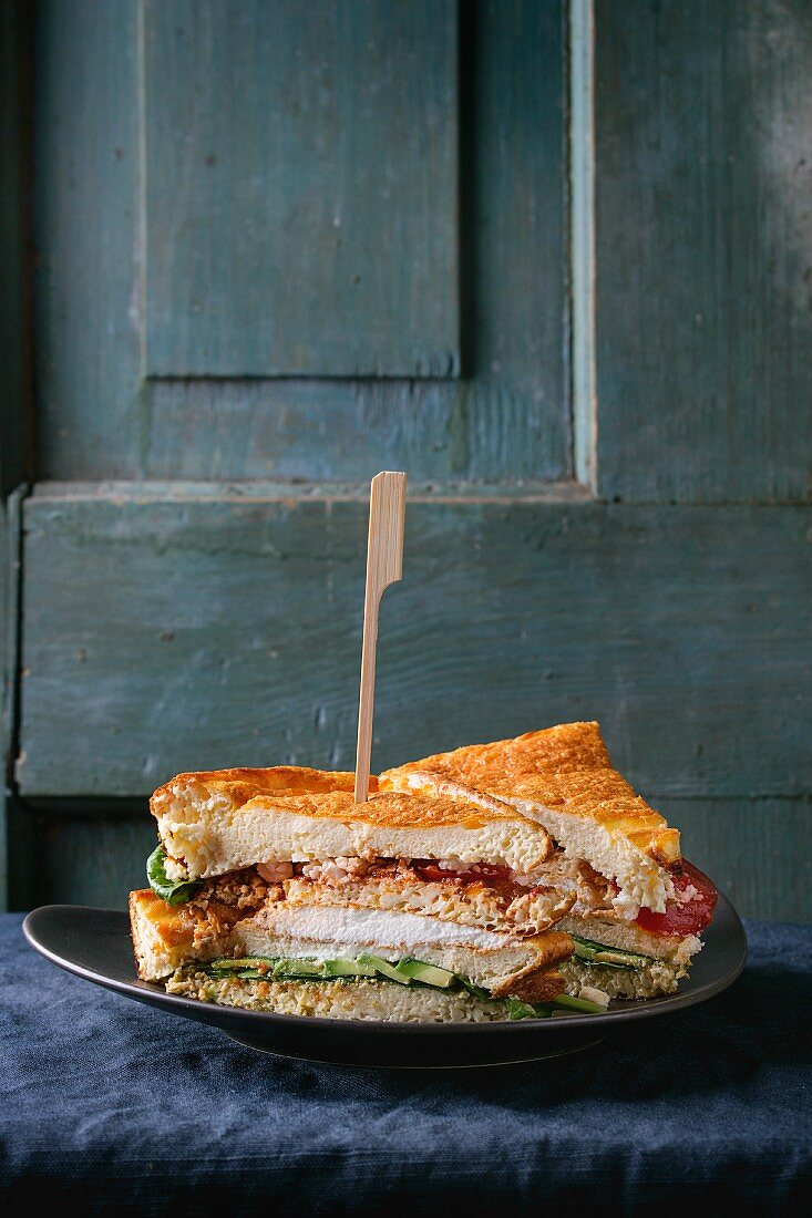 A gluten-free vegetable sandwich with cloud bread (low-carb)