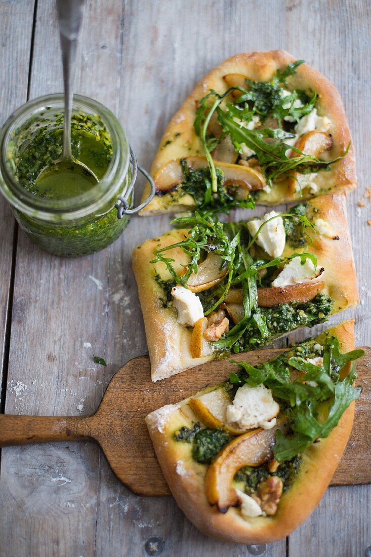 Vegan pizza with pear, rocket, pesto and walnut