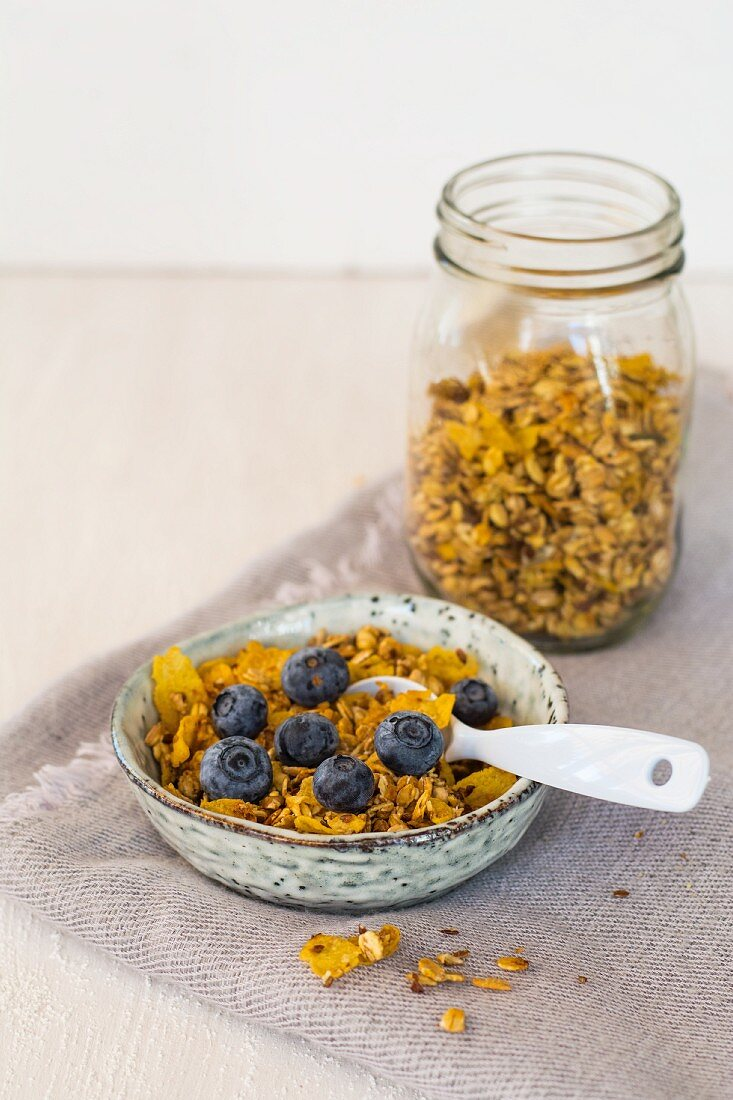 Baked muesli with blueberries
