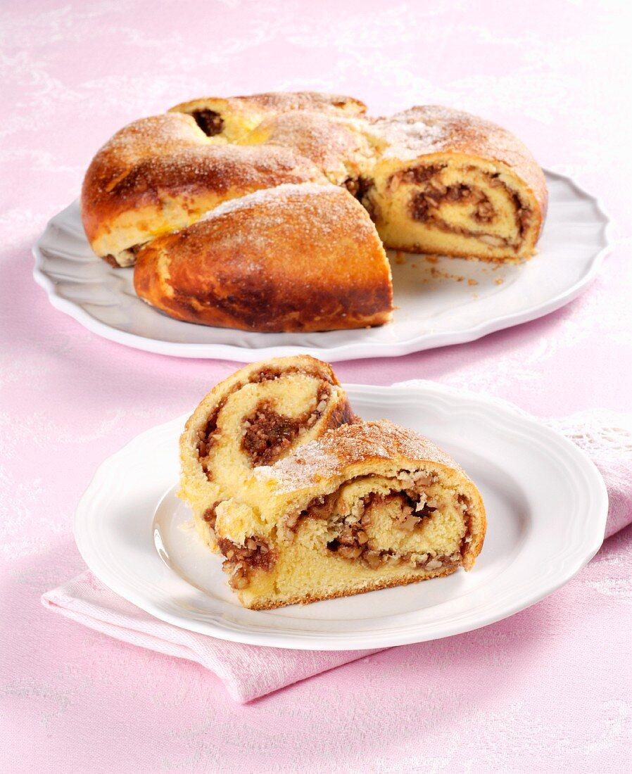 Putizza triestina (an Italian round nut plait)
