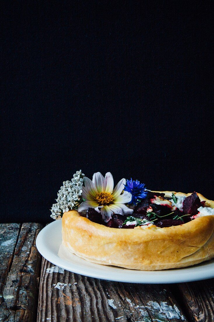 Beetroot pie with goat's cheese, thyme and edible flowers