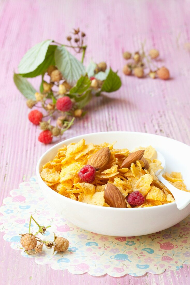 Cornflakes with almonds and raspberries