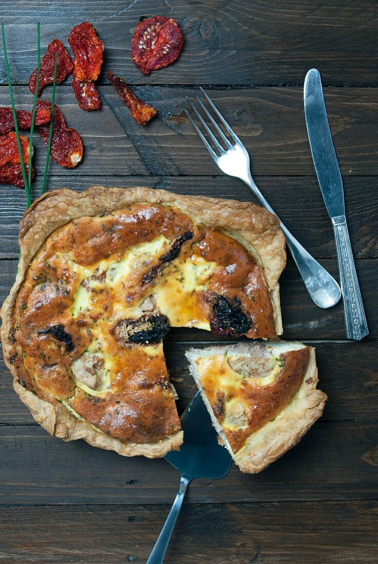 Tuna quiche with dried tomatoes