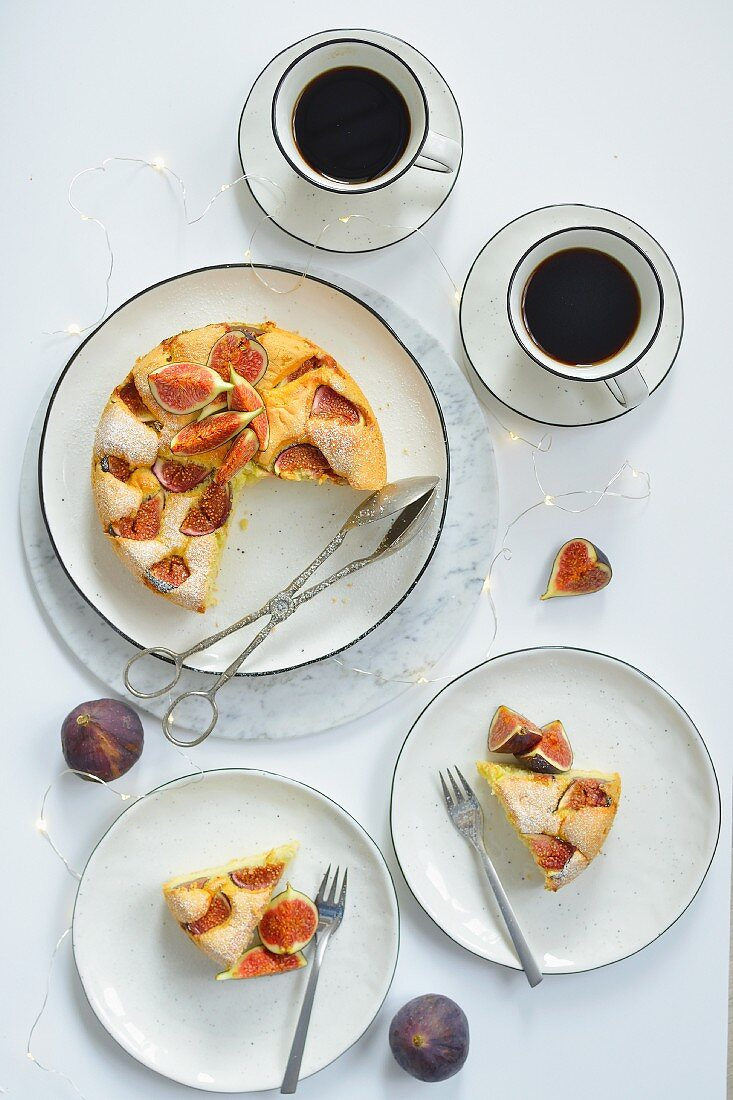 Sponge cake with figs on a plate