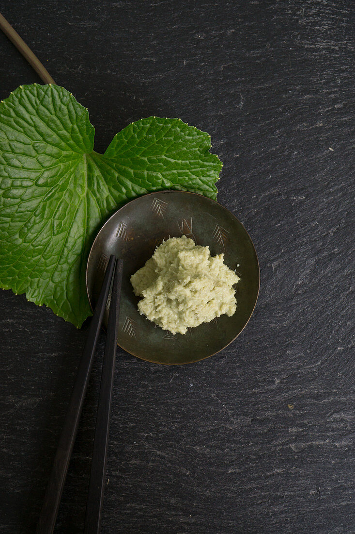 Grated wasabi with a wasabi leaf