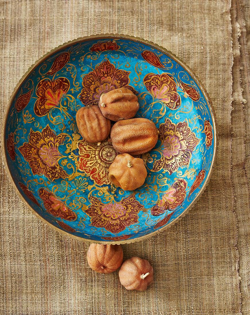 Loomi (dried Iranian limes)
