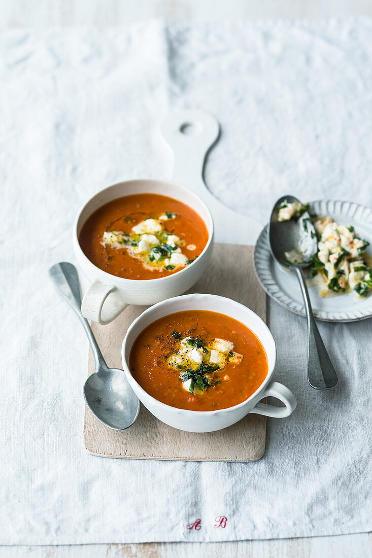 Vegetarian tomato soup with buffalo mozzarella from the oven