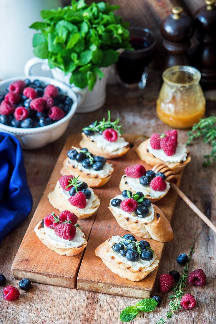 Bruschetta with berries and cream cheese