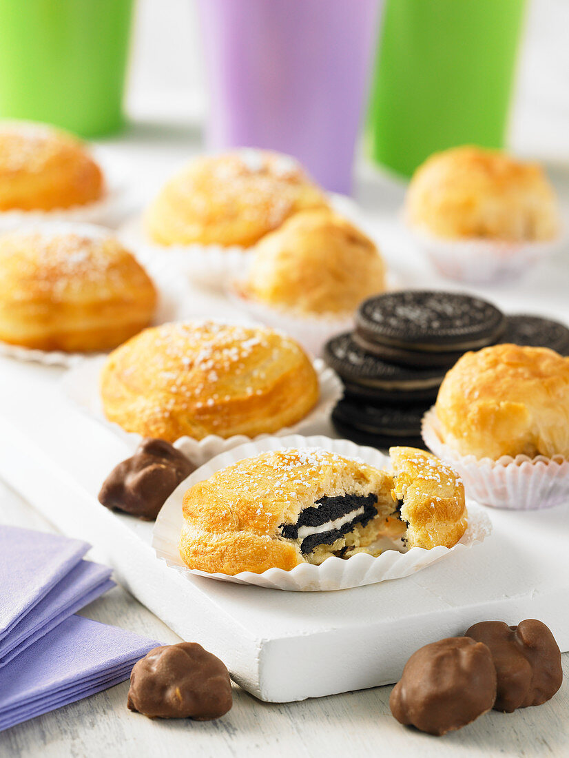 Mini cakes filled with biscuits