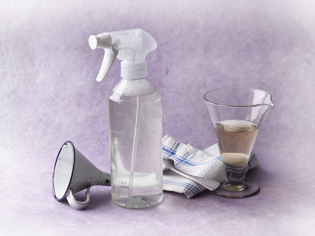 Glass cleaner made from alcohol and apple vinegar