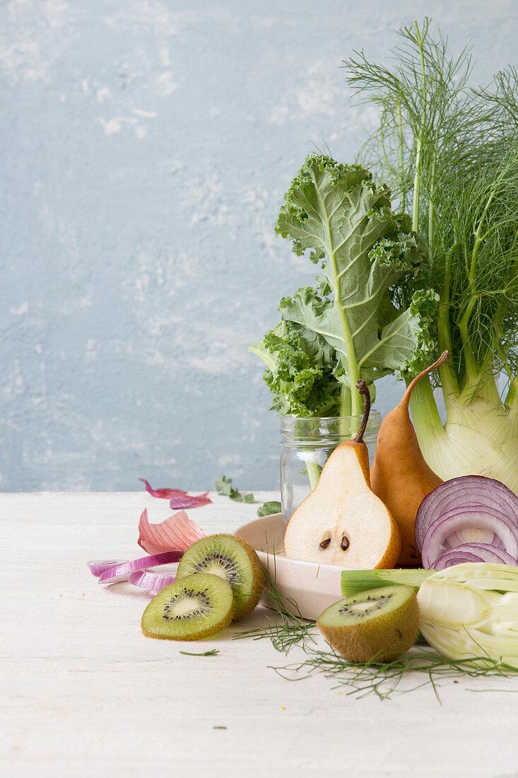 Gemüsestillleben mit Birne und Kiwi