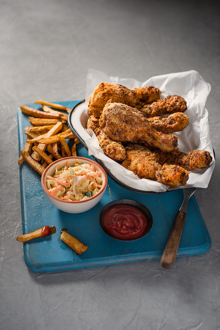 Crispy american style chicken with chips and coleslaw