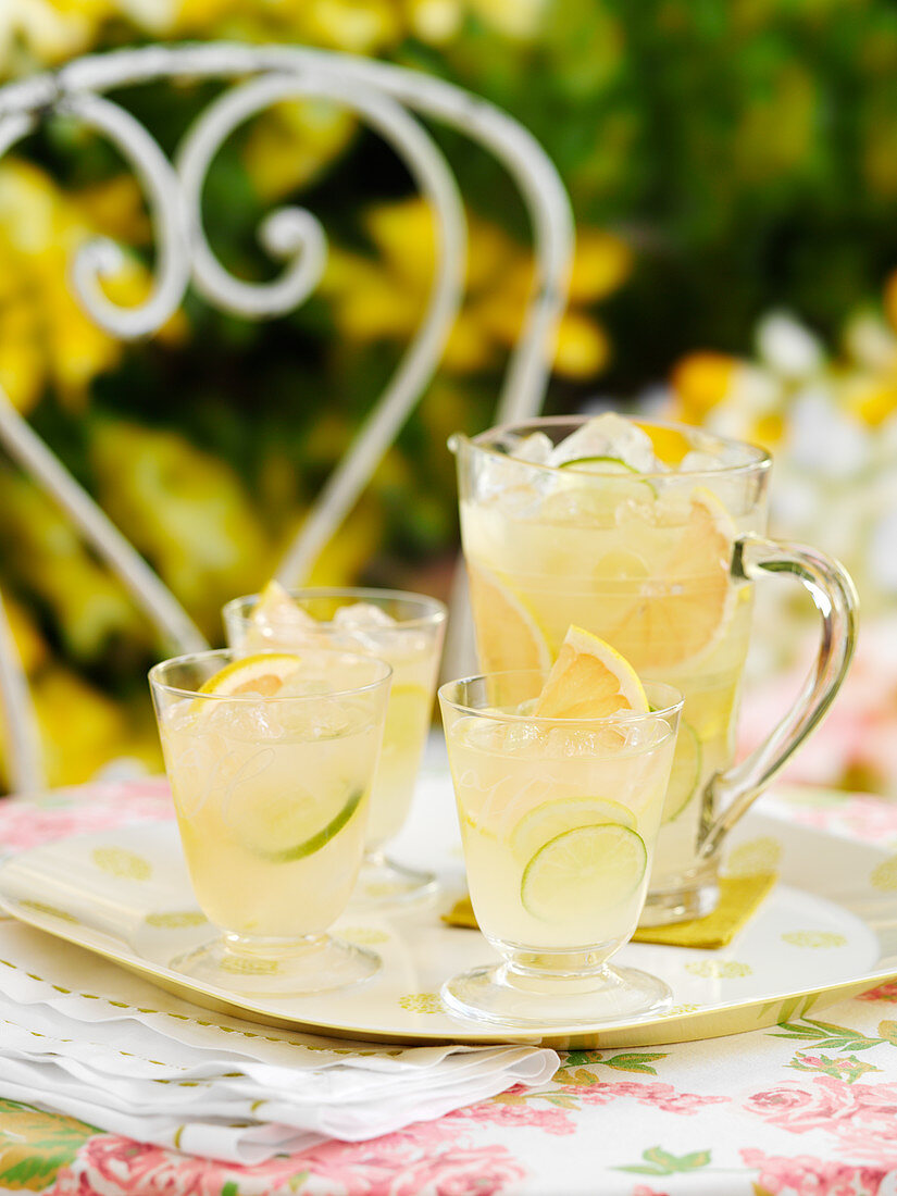 Grapefruit lemonade with lime slices