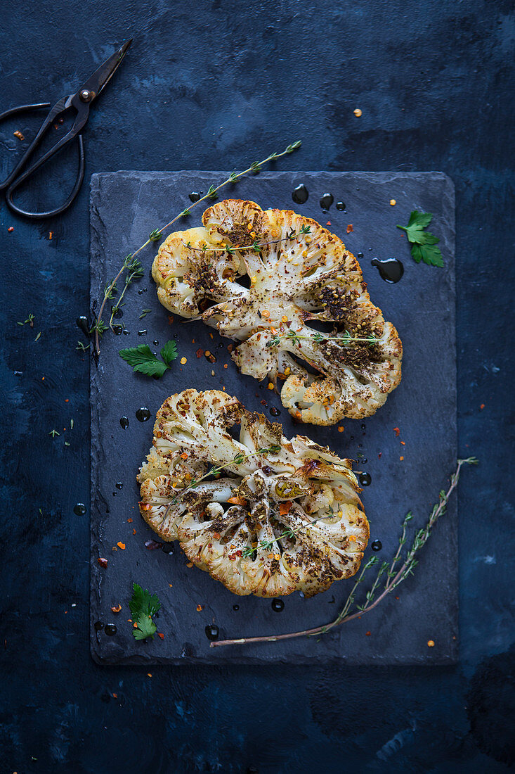 Roasted cauliflower escalopes with herbs (seen from above)