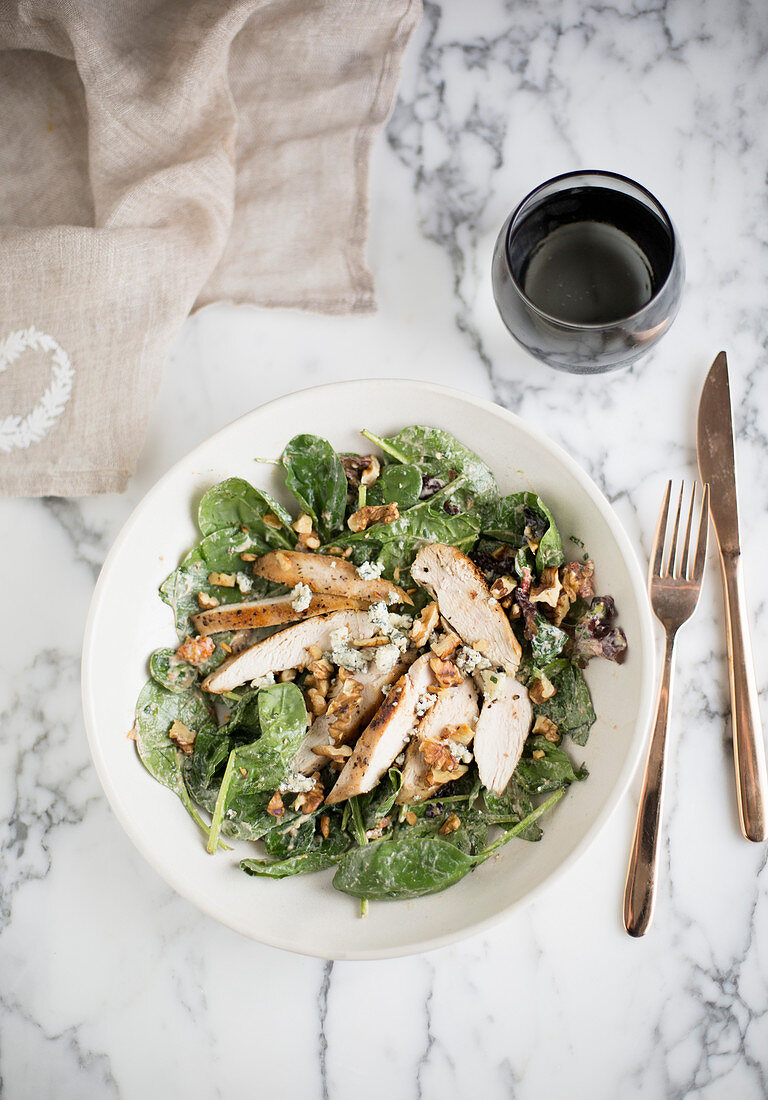 Chicken salad with spinach, blue cheese and walnuts