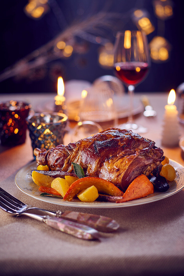 Leg of lamb with various ancient types of vegetables
