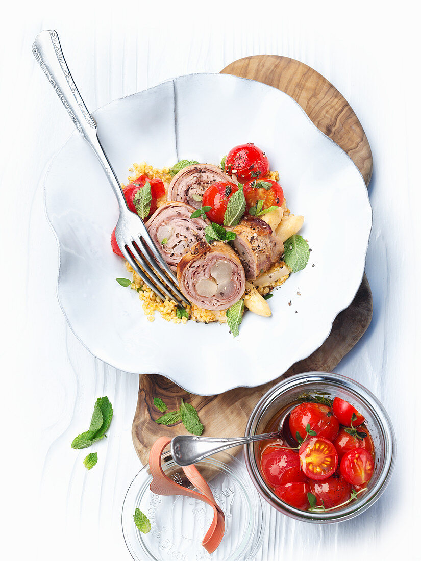Veal roulade with tomatoes and bulgur