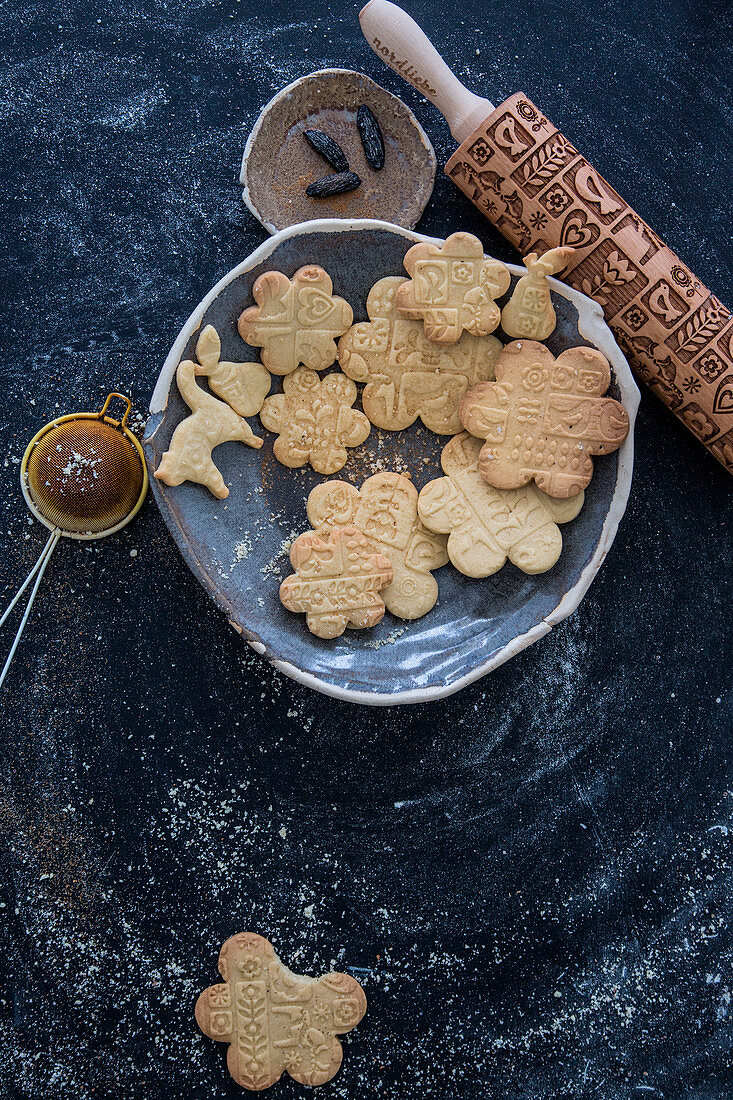 Vegan Christmas biscuits with patterns