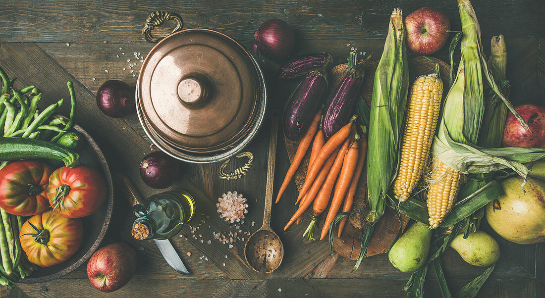 Autumn ingredients for Thanksgiving: green beans, corn cobs, carrot, tomatoes, eggplant, pears, apples