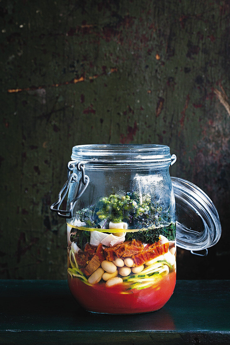 Kale, white bean and zoodle minestrone soup to-go