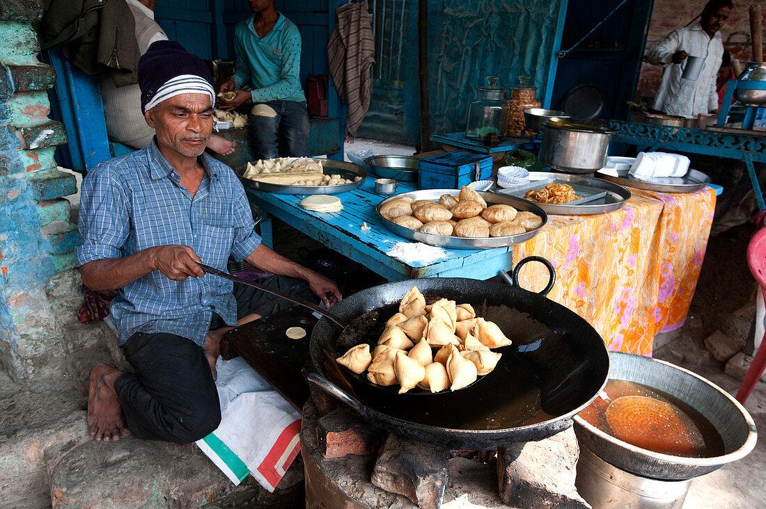 Samosas, pani puri and other lunch dishes being made, Ramnagar Forts, Varanasi, Uttar Pradesh, India