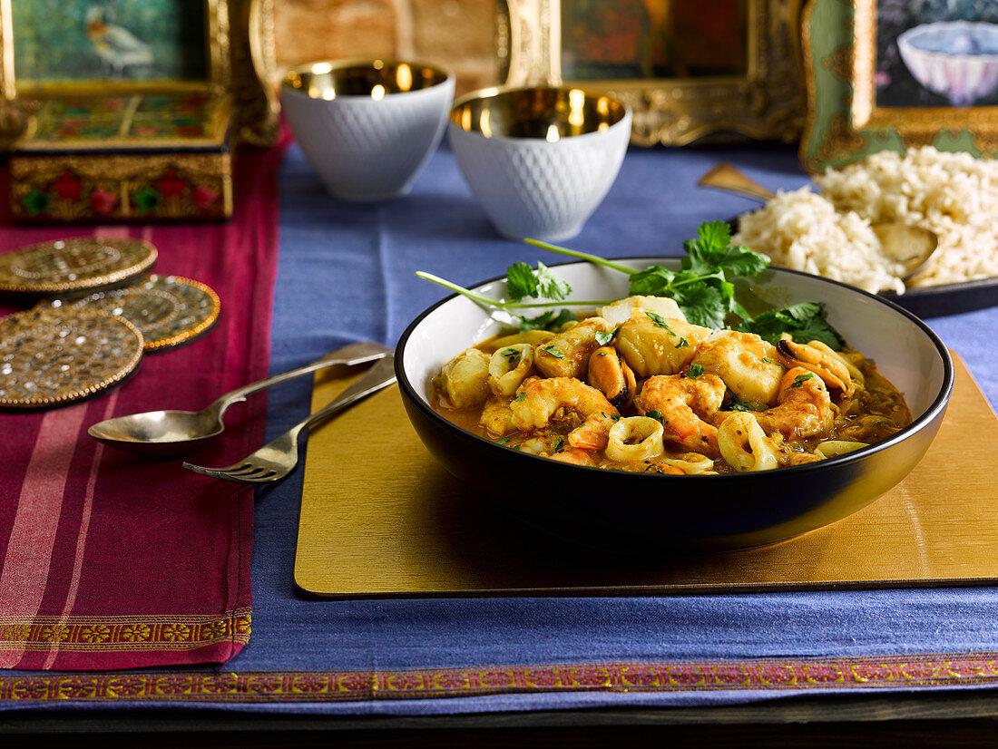 Meeresfrüchtecurry mit Reis