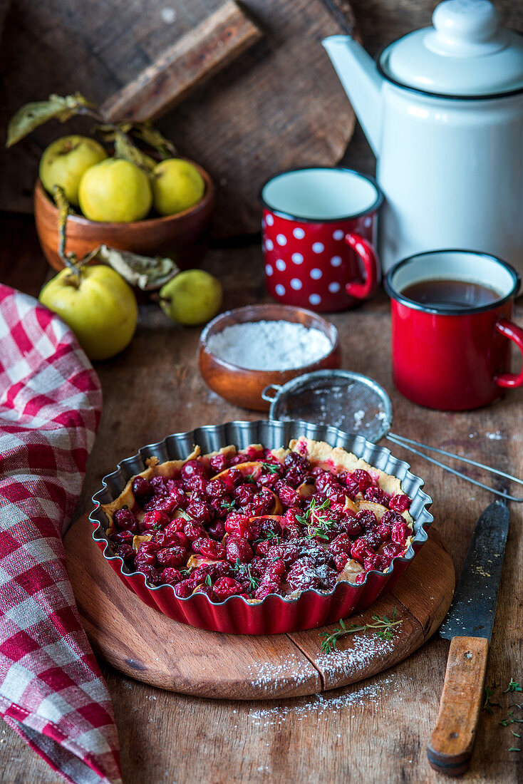 Apple and cranberry pie with thyme