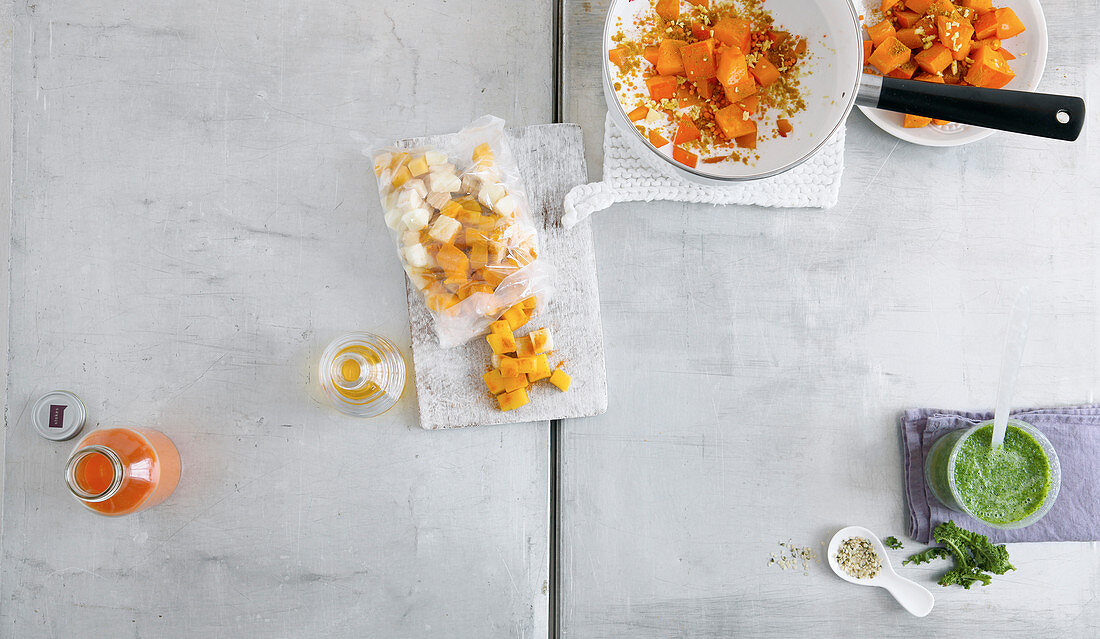 Quick freezer meals – smoothie and pumpkin and lentil curry in freezer bag