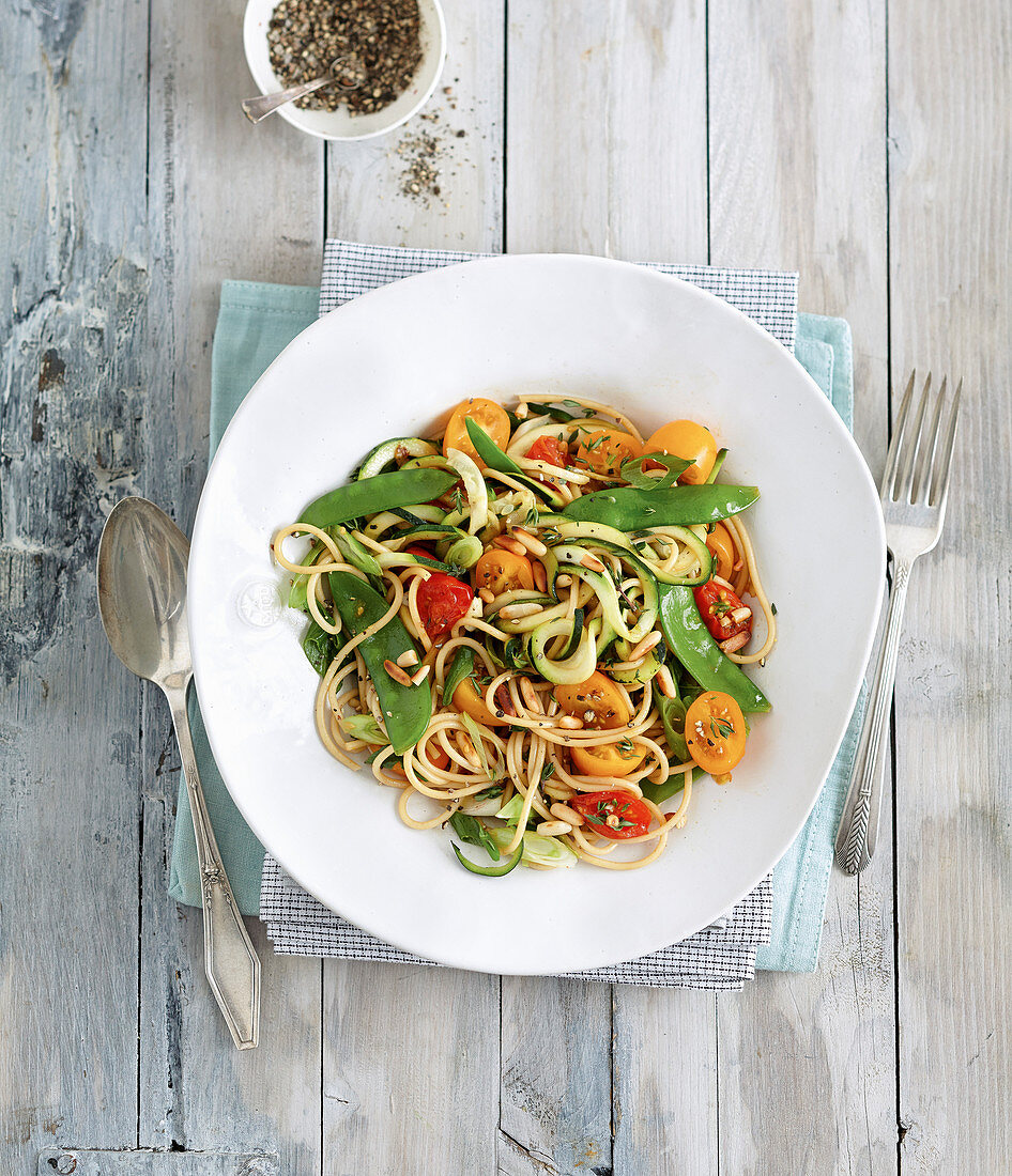 Wholemeal spaghetti with mange tout, courgette and tomatoes