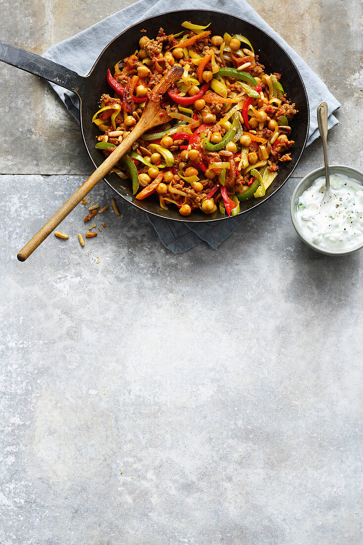 Vegetables and minced meat with chickpeas