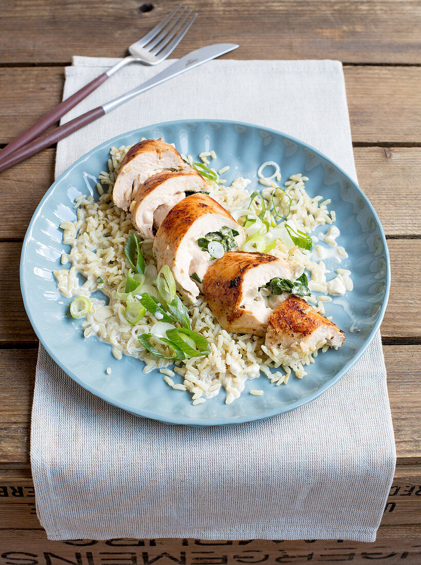 Chicken roulade with a spinach filling on whole grain rice