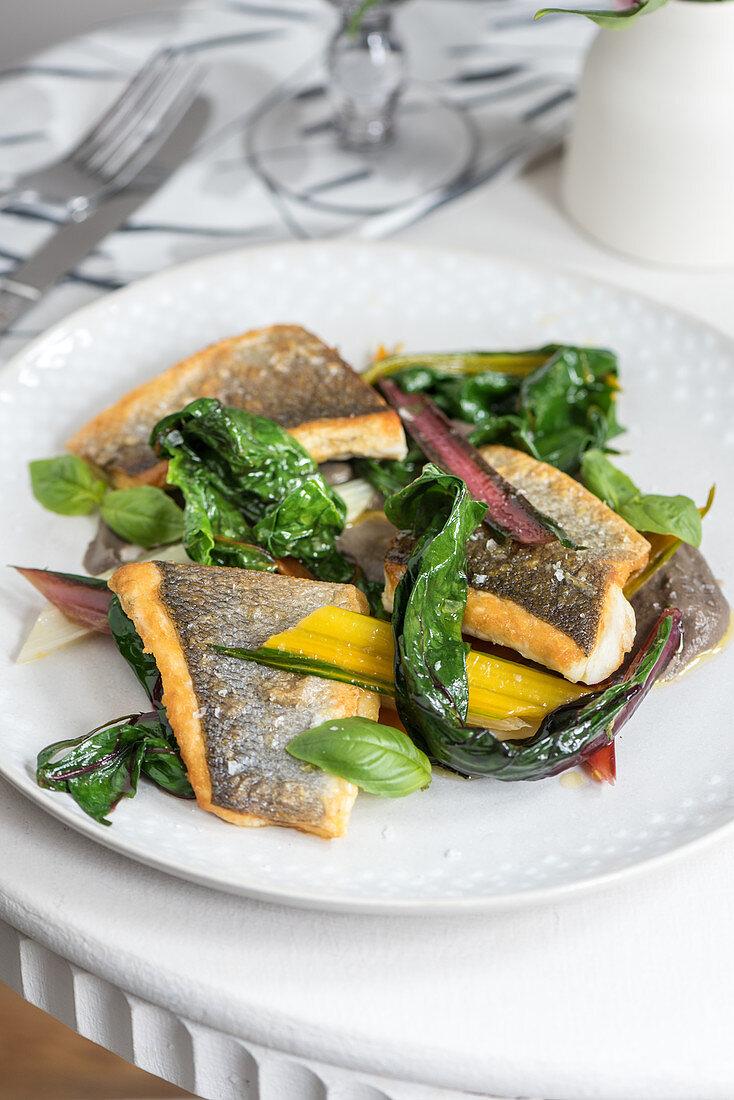 Fisch mit Mangold und Basilikum