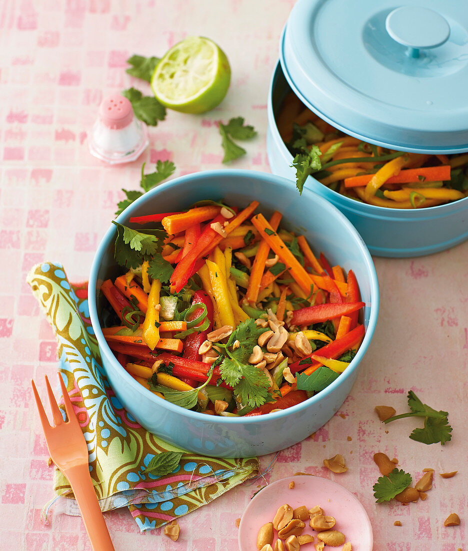 Green mango salad with peppers to take away