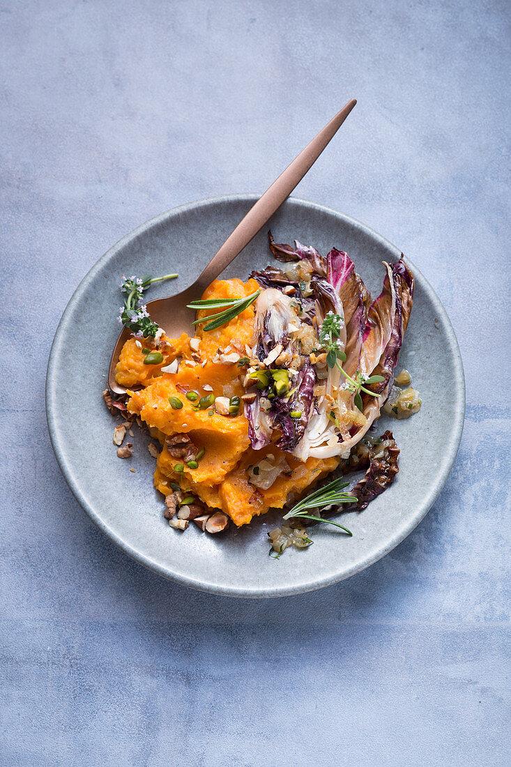 Vegan mashed sweet potatoes with radicchio and almonds