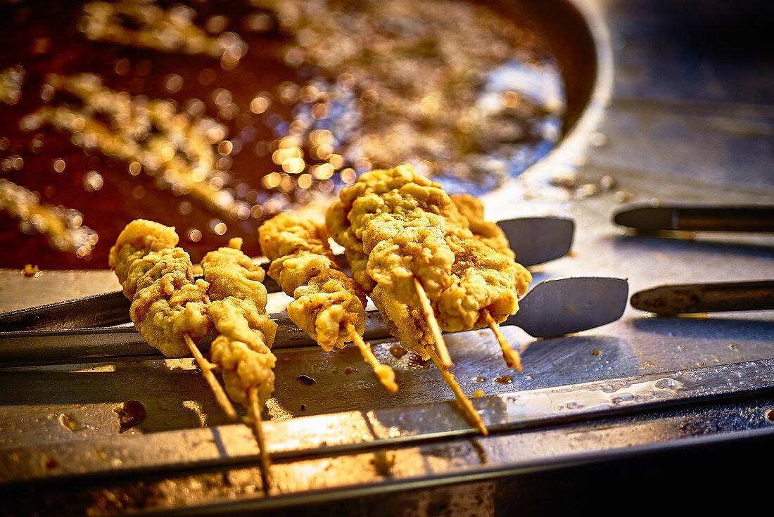 Fried mussel skewers to take away (Turkey)