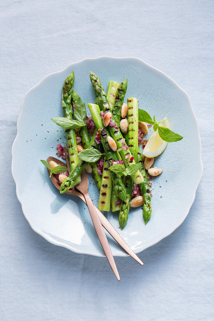 Roasted green asparagus with roasted almonds
