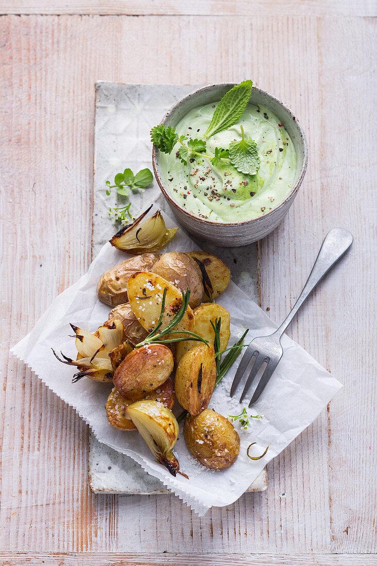 Gebackene Ofenkartoffeln mit Kräuter-Sojacreme