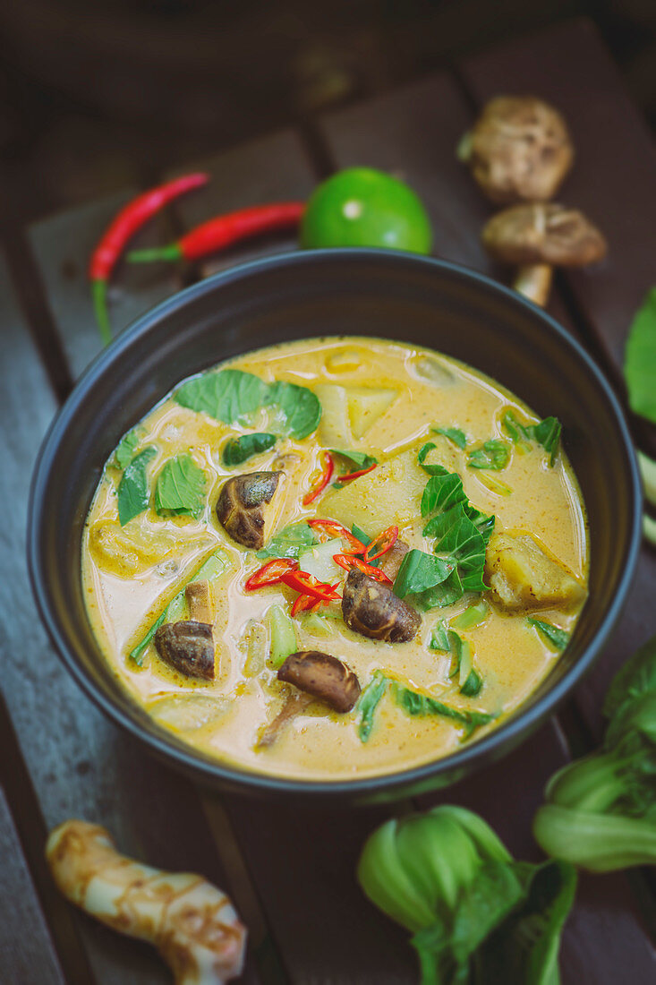 Massaman curry with potatoes and shiitake mushrooms (Thailand)