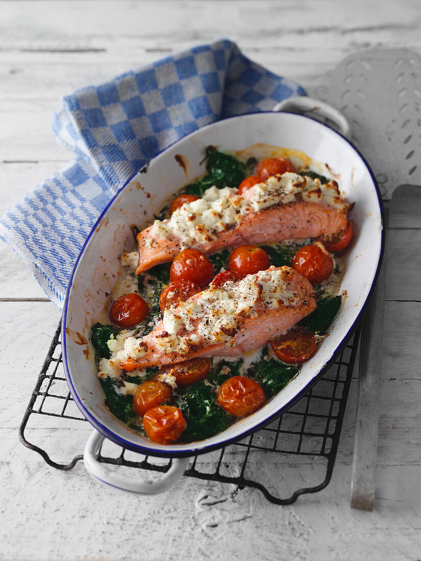 Oven-baled salmon with a feta cheese crust, spinach and cherry tomatoes
