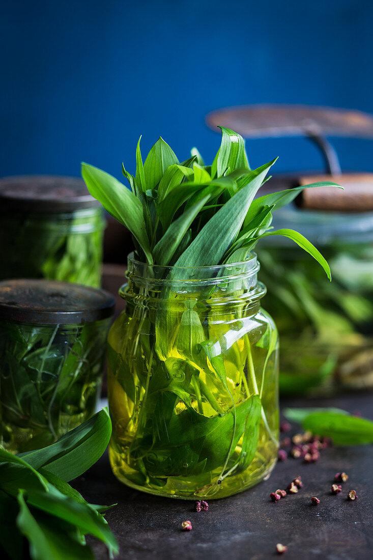 Preserved wild garlic
