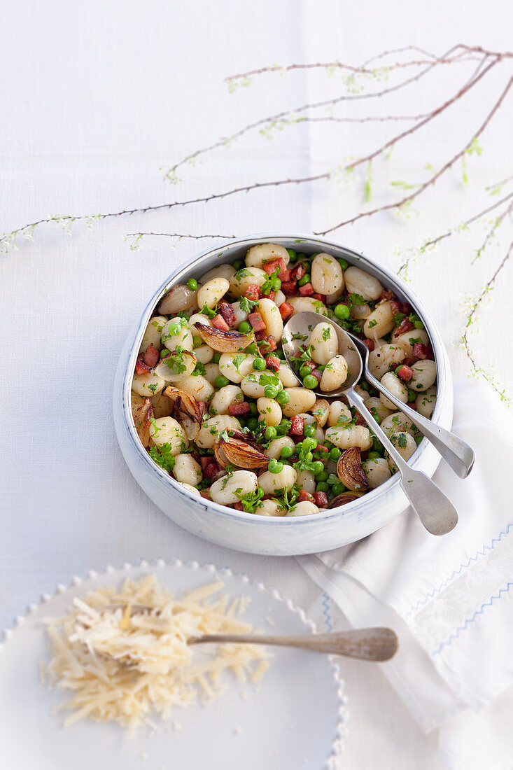 Gnocchi with bacon, peas and onions