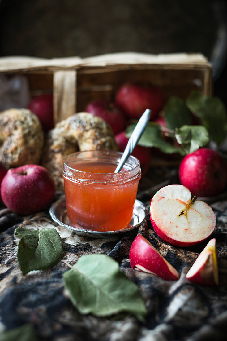 Cousinot apple jelly in a jar, with fresh apples and vegan bagels
